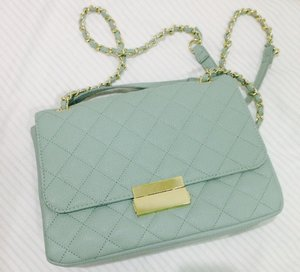Medium bag with lovely mint-green color, lovely find!