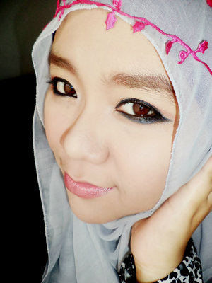 simple make up with simple hijab ^_^