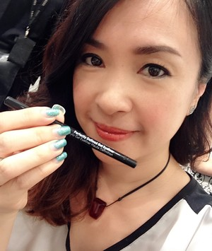 Tested the new Bobbi Brown GEL eyeliner... Worked pretty well, liked the dark grey shade I achieved after blending the black. What I liked most though was it was extremely comfortable for my sensitive eyes the whole day long.